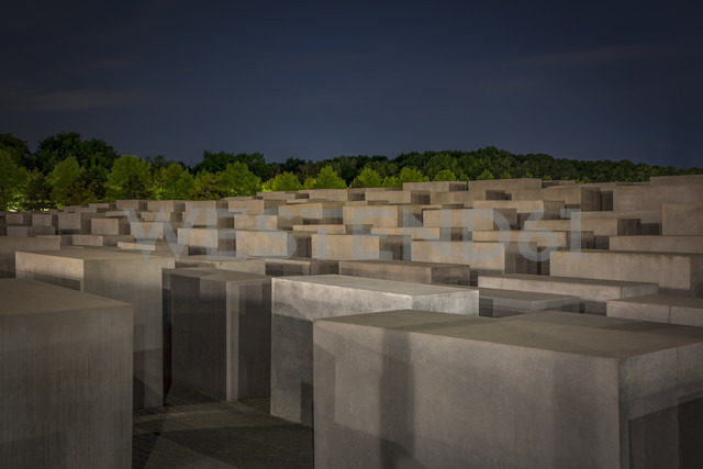 Germany, Berlin, Holocaust memorial at night - NK000466 - Stefan Kunert/Westend61