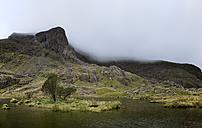 UK, North Wales, Snowdonia, Cwm Glas, Garnedd Ugain, Clogwyn y Parson, mountain lake - ALRF000522