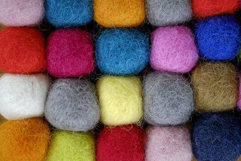 Colourful balls of wool - HLF000985