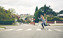 Young woman skateboarding on the street - DAPF000127