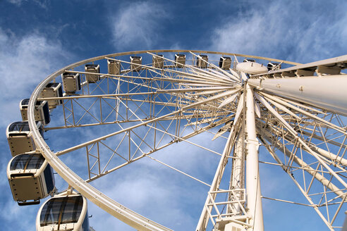 Big wheel seen from below - KLRF000381