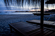 Mallorca, Straw umbrellas and beach chairs on the beach at sunset - ABZF000693