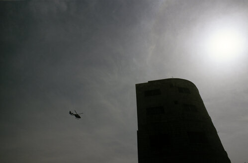 Jordan, silhouette of helicopter and building against the sun - JMF000379