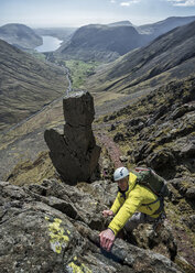 England, Cumbria, Lake District, Wasdale Valley, Great Gable, climber - ALRF000565