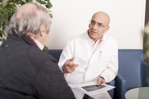 Doctor talking about the medical evidence with patient - MWEF000098