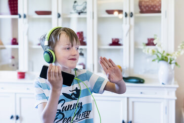Boy with cell phone and headphones - MJF001879