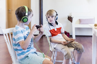 Two boys with cell phones and headphones - MJF001882
