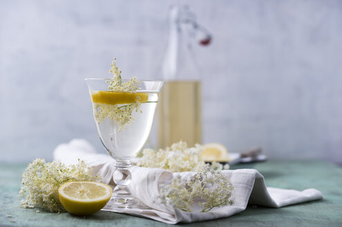Glass of water flavoured with elderflower sirup and lemon - MYF001531