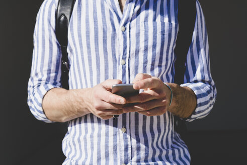 Man's hands holding smartphone - FMOF000009
