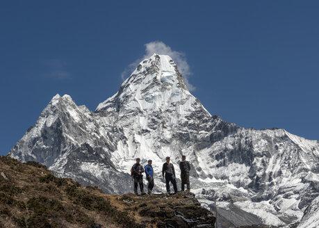 Nepal, Himalaya, Solo Khumbu, Ama Dablam, four Gurkhas in mountainscape - ALRF000628