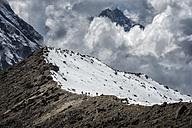 Nepal, Himalaya, Solo Khumbu, Ama Dablam, group of Gurkhas trekking on ridge - ALRF000637