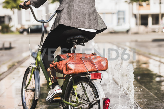 Back view of woman riding bicycle, partial view - UUF007755 - Uwe Umstätter/Westend61