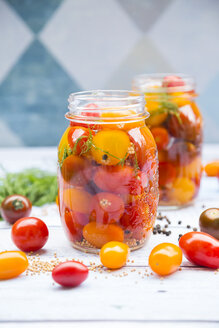 Two glasses of pickled tomatoes - LVF004994