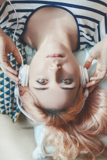 Portrait of young woman listening music with headphones - RTBF000240