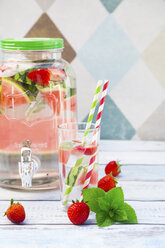 Detox water, infused water, watermelon, strawberry and mint - LVF005002