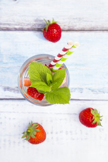 Detox water, infused water, watermelon, strawberry and mint - LVF005005