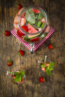 Detox water, infused water, watermelon, strawberry and mint - LVF005011