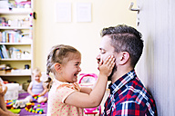 Father and daughter playing at home - HAPF000512