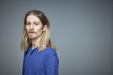 Portrait of young man with long blond hair and beard - RHF001655