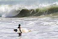 Indonesia, Bali, surfer waiting for wave - KNTF000399