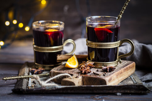 Mulled wine with oranges and spices - SBDF002958