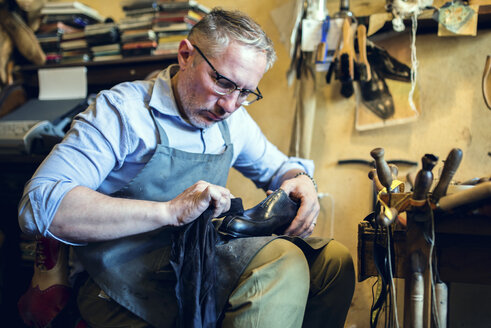 Cobbler making shoes in his workshop - FMOF000032
