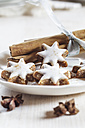 Home-baked Christmas cookies, cinnamon stars, star anise - SBDF002994
