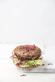 Veggie Burger, vegan, with salad, radish, tomato, rock chives - MYF001648
