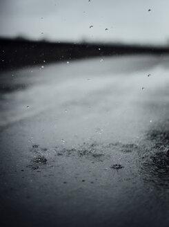 Raindrops splashing on tarmac - DASF000058