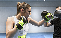 Young woman in gym doing boxing training - MGOF002016