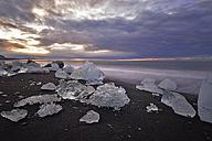 Iceland, Jokulsarlon, icebergs at twilight - FDF000194