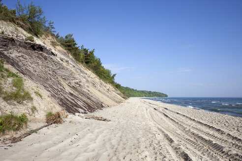 Poland, Pomerania, Chlapowo, Baltic Sea, beach and cliff - ABOF000100