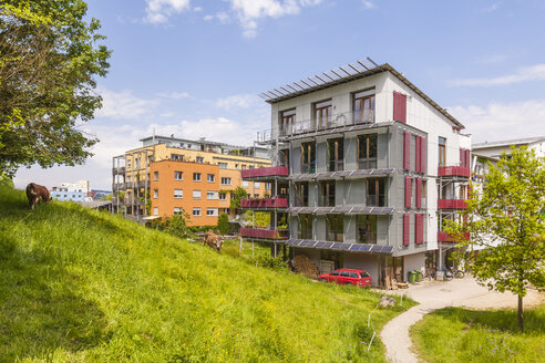 Germany, Tuebingen, ecological multi-family houses at French quarter - WDF003681