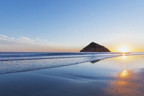 New Zealand, East Cape, Anaura Bay at sunrise - GWF004779