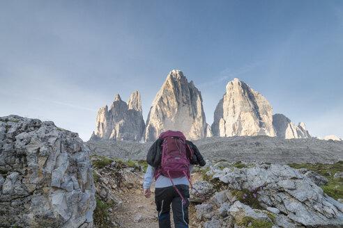 Italy, Alto Adige, Dolomites, female hiker in front of Tre Cime di Lavaredo - MKFF000301