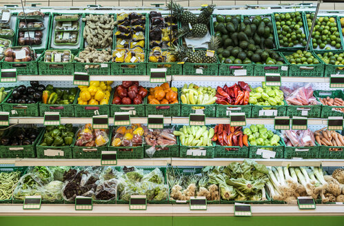 Stand with fruits and vegetables in the supermarket - DEGF000907