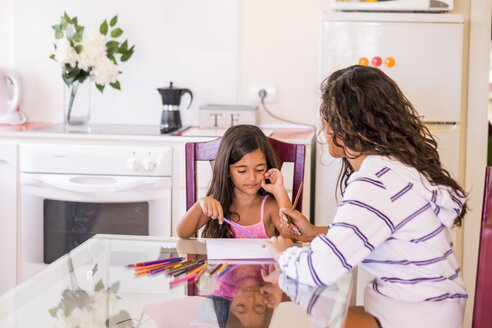 Teenage girl drawing with her little sister at table - SIPF000616