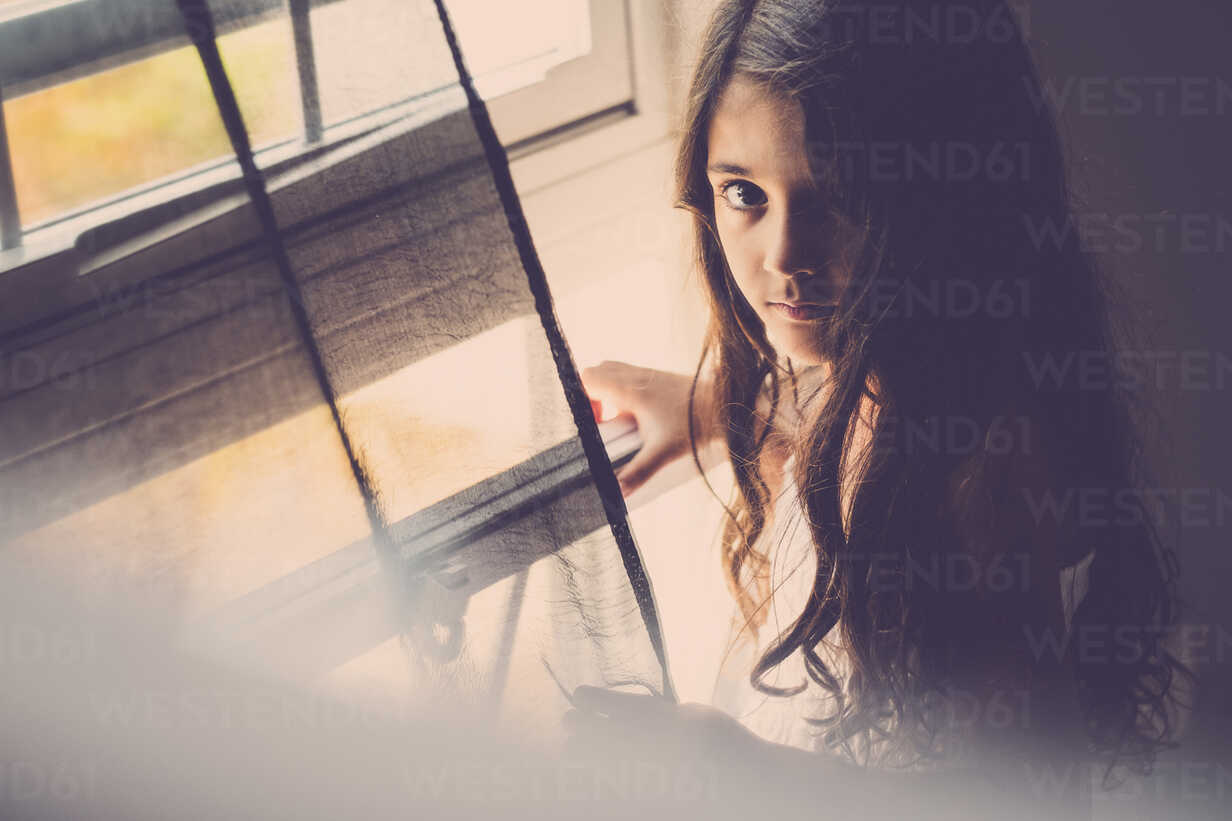 Portrait of little girl with long hair standing near window - SIPF000637 - Simona Pilolla/Westend61