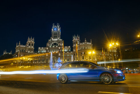 Spain, Madrid, Madrid City Hall and car at night - KIJF000503