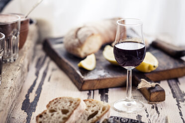 Glas of fortified wine and bread - SBDF003027