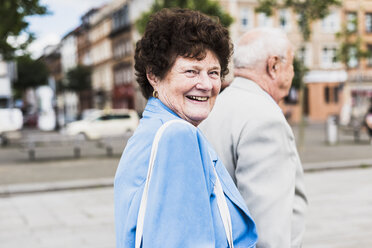 Portrait of senior woman strolling with her husband - UUF008065