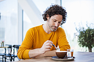 Portrait of pensive man with cup of Cappuccino - DIGF000570