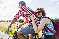 Happy young couple on a bicycle tour - UUF008140