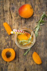 Infused water with apricot and rosemary - LVF005131