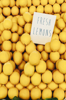 Lemons on the market - BZF000316