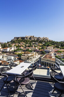 Greece, Athens, Monasteraki square and Acropolis in the background, seen from restaurant - THA001606