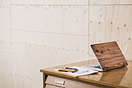 Wooden laptop and smartphone on desk - RIBF000517