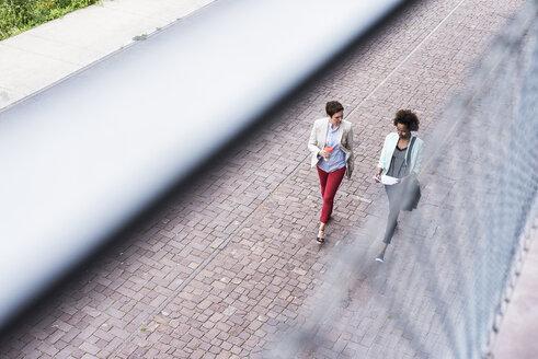 Two talking businesswomen walking side by side, seen from above - UUF008170
