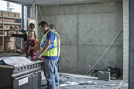 Woman talking to construction worker - ZEF009183