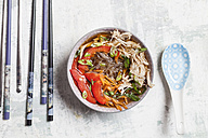 Glass noodle salad in bowl, vegetables and pulled chicken - SBDF003047